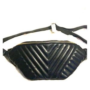 Express Oversized Quilted Fanny Pack